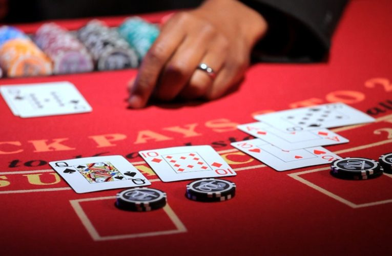 Best Online Poker Players Make Decisions At Random