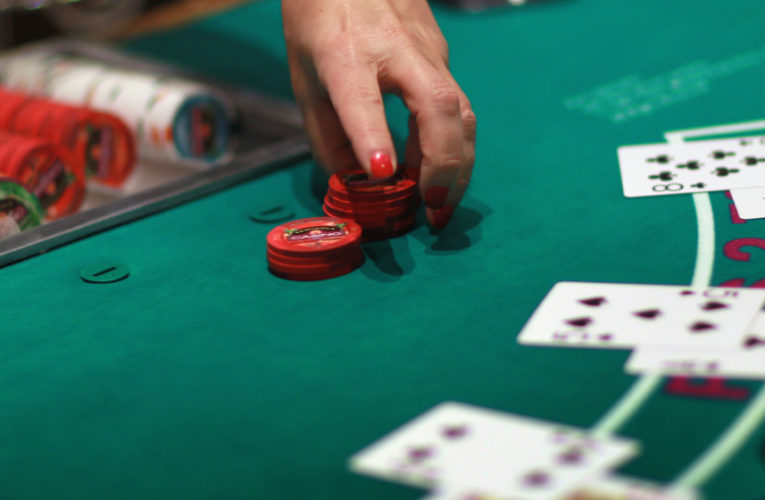 ROLL YOUR OWN POKER: A BASIC GUIDE FOR BEGINNERS
